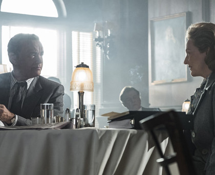 NOR_D30_071017_204253_204322_R_COMP – Tom Hanks (as Ben Bradlee) and Meryl Streep (as Kay Graham) star in Twentieth Century Fox's THE POST. Photo Credit: Niko Tavernise.
